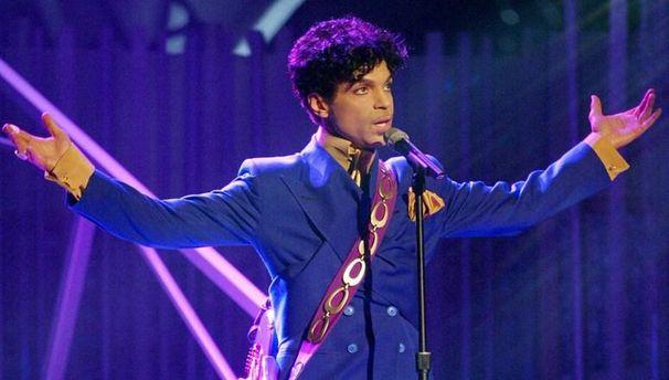 Fox: преемниками певца Принса признаны шесть его братьев исестер