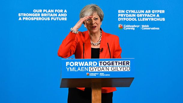 Британські партії призупиняють передвиборчі заходи через вибух уМанчестері
