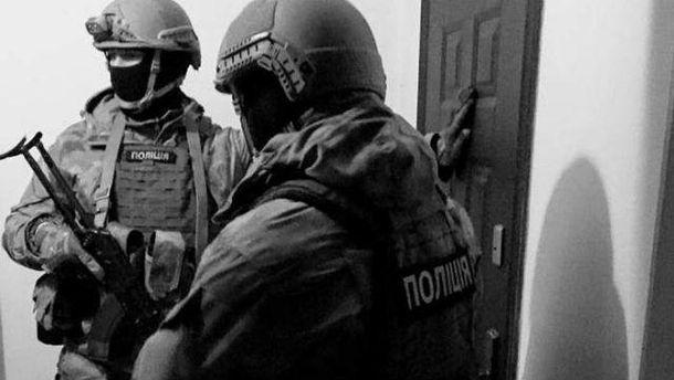 Унікальна спецоперація: повсій Україні йдуть обшуки і затримання