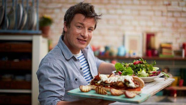 Сотни поклонников эмоционально поздравили известного британского повара с днем рождения: видео