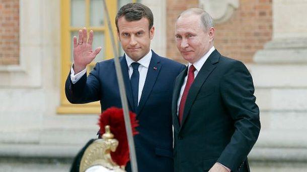 Макрон пообещал Путину новые санкции вслучае деэскалации вгосударстве Украина