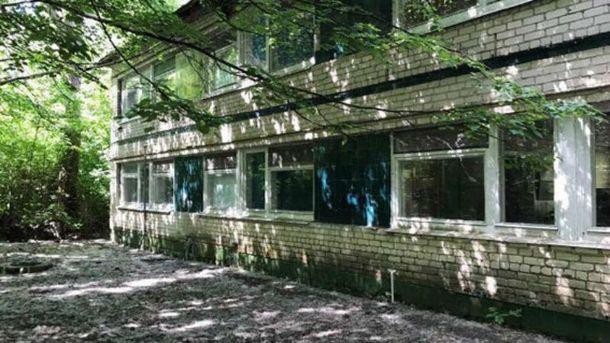 НаДонеччині внаслідок обстрілу бойовиків пошкоджено будівлю дитячого табору