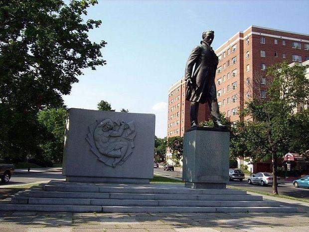 Памятник Кобзареві  у Вашингтоні