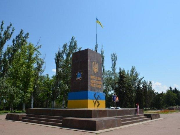 Прапор України, Миколаїв, свастика