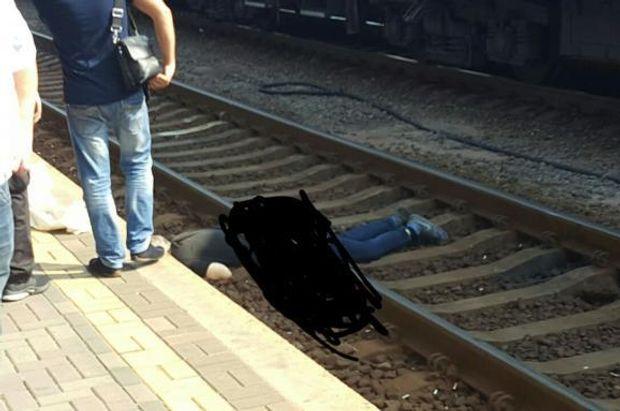 Смерть, вокзал, Київ