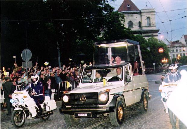 Папа, Львів, Україна