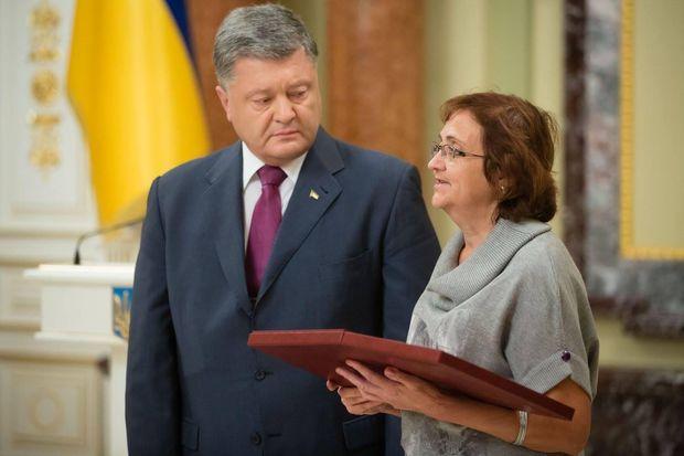 Матері Героїв АТО отримали нагороди за своїх синів - фото 2