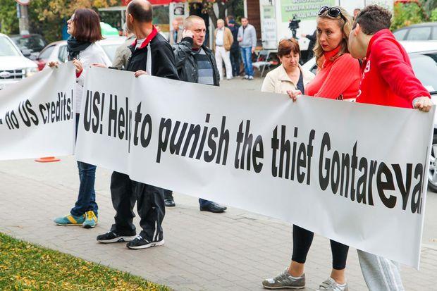 Активисты пытались снести забор возле телеканал Интер. Городская власть пообещала сделать это сама за три дня - Цензор.НЕТ 6279