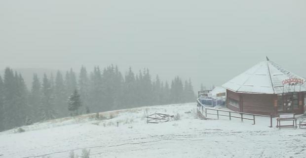 Карпати засипає снігом: з'явились фото і відео