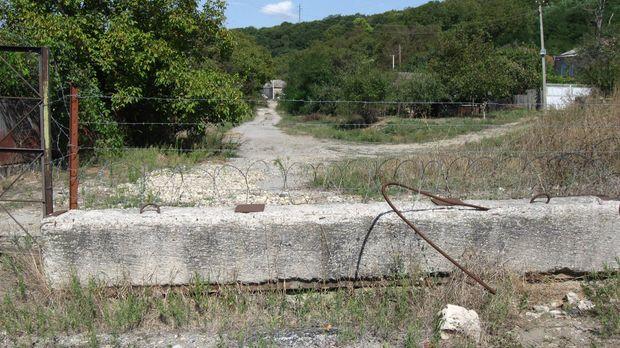Колючий дріт, як відділяє Грузію та Південну Осетію