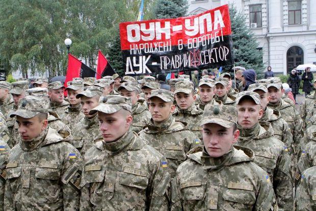 Улицами Днепра прошел тысячный марш военных идобровольцев