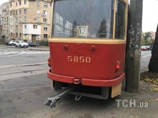 Настоличному Подолі трамвай зійшов зрейок