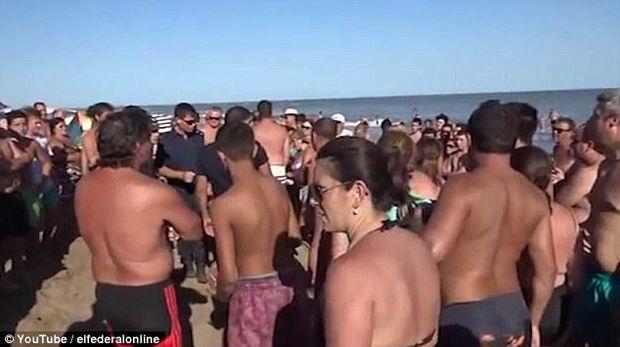 Аргентина, пляж, топлесс