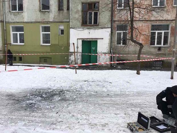 ВоЛьвове водворе многоквартирного дома произошел взрыв