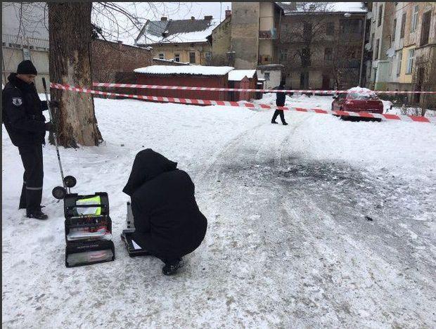 ВоЛьвове нетрезвый мужчина подорвал гранату водворе жилого дома