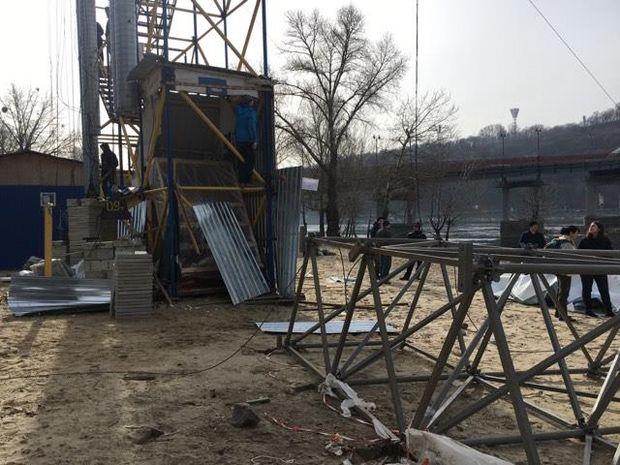 ВКиеве неизвестные вмасках срезали троллею над Днепром