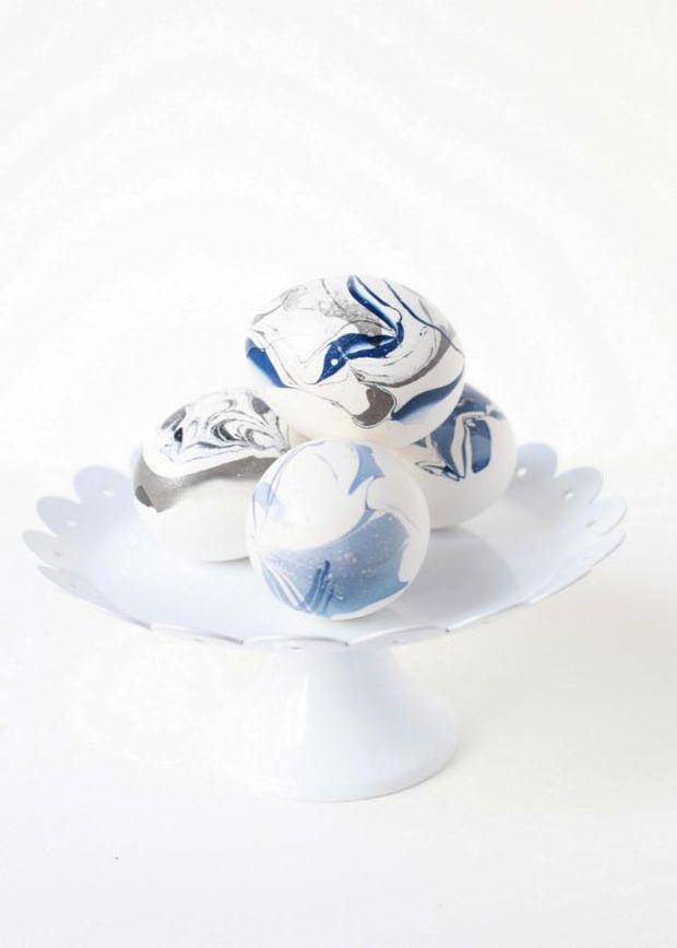 Как раскрасить пасхальное яйцо лаком для ногтей
