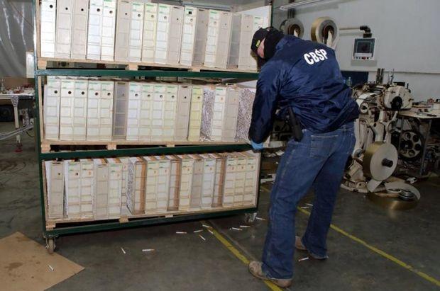 ВПольше арестовали девятерых украинцев, работавших наподпольной табачной фабрике