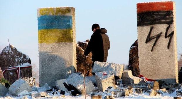 Пошкоджений пам'ятник полякам у Гуті Пеняцькій