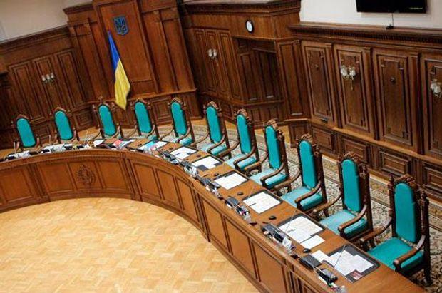 У Конституційному суді досі сидять люди, які дозволили Януковичу узурпувати владу