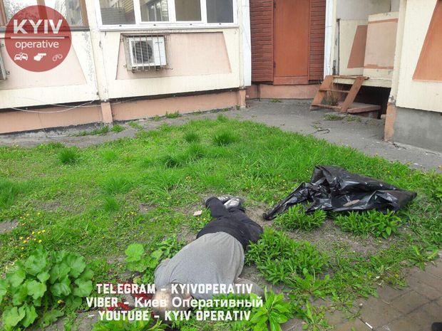 Киянин вистрибнув зі свого балкону у Києві