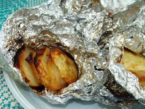Запечена картопля у фользі на пікнік