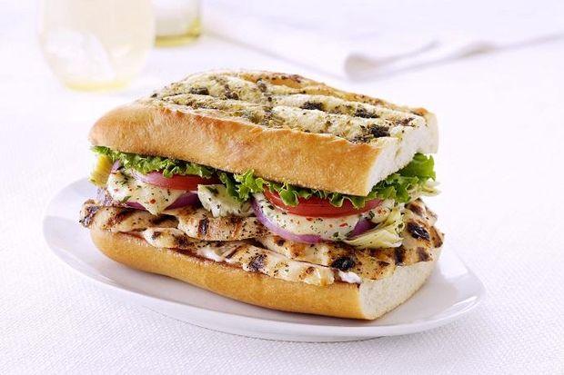 Сендвіч з куркою – чудова страва для пікніка