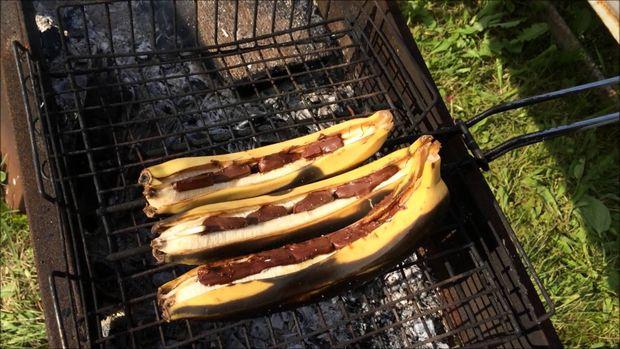 Що приготувати на пікнік: банани на мангалі