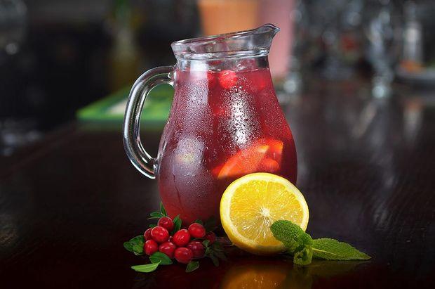 Вишневый лимонад - отличный напиток для пикника