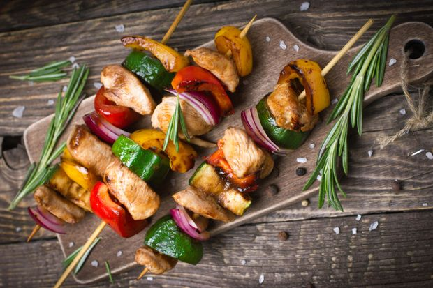 Готовьте шашлык с овощами