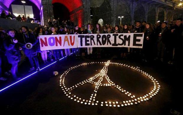 13 листопада 2015 року Париж пережив масштабний теракт. Сліди якого, як казали оглядачі, ймовірно, вели до Росії. Існує ризик того, що напад може бути повторено і