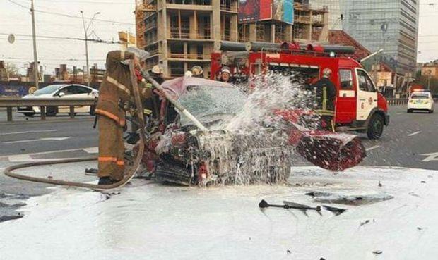 Розбите таксі, яке потрапило в аварію з музикантом у салоні
