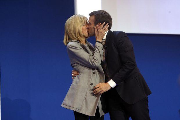 Еммануаль та Бріджит під час першого туру виборів