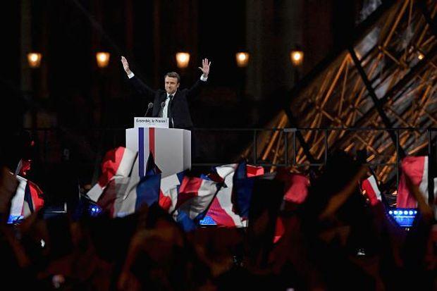 Еманюель Макрон святкує перемогу