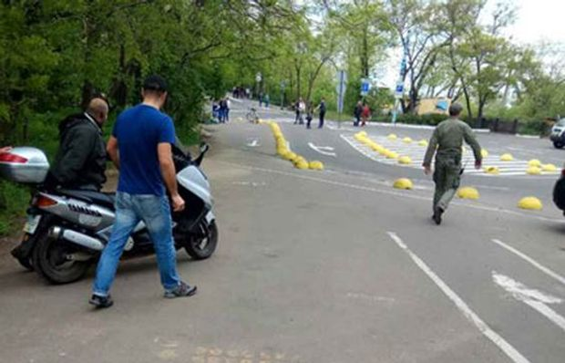 В Одесі поліція затримала водія мопеда зі зброєю