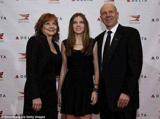 Мері Барра з дочкою та чоловіком