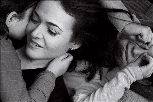 Шеріл Сандберг з донькою та сином