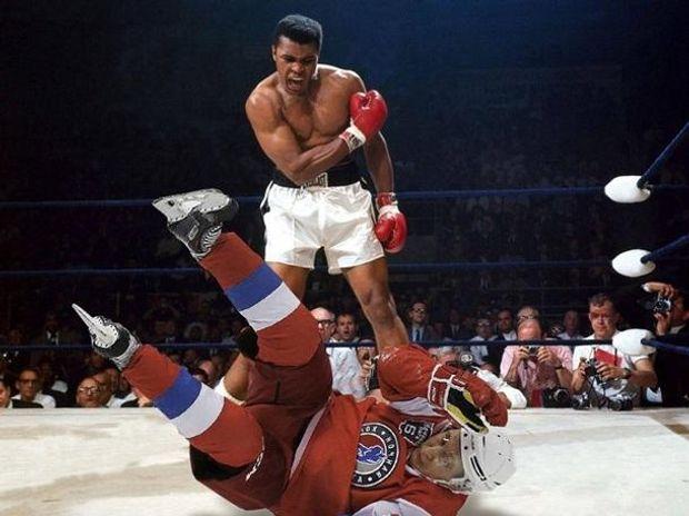 Путіна нокаутує боксер