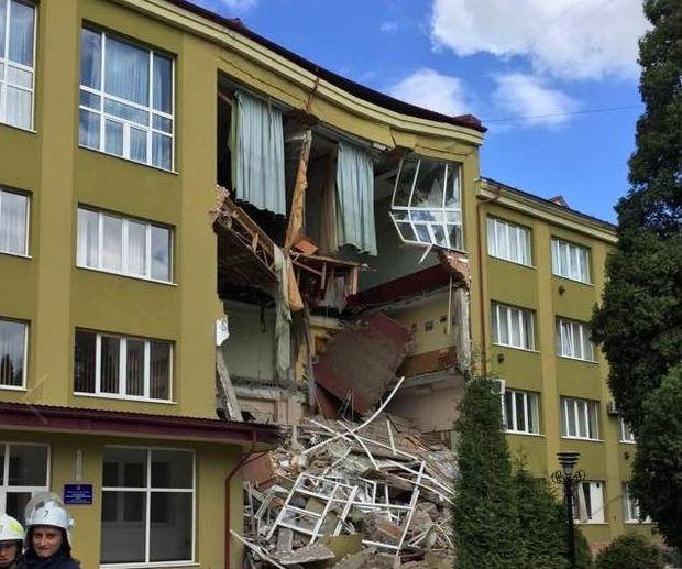 Обвал будівлі коледжу в Коломиї