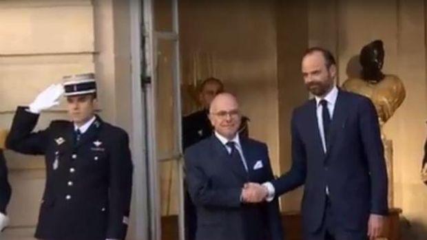 Бернар Казнев урочисто передав повноваження Едуарду Філіпу