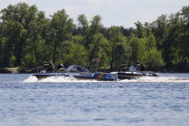 Річкова поліція Києва продемонструвала свою роботу