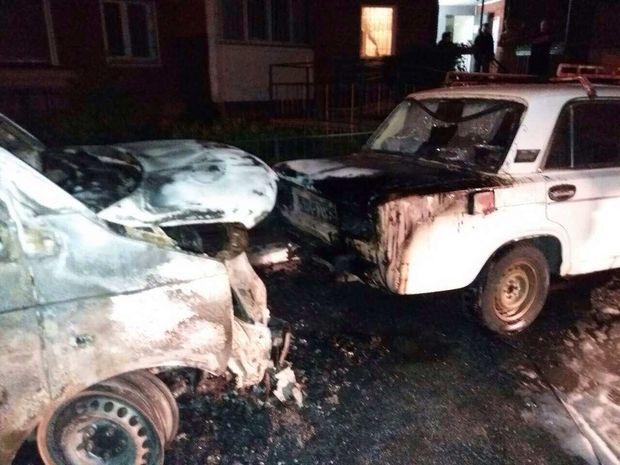 У Києві згоріли автомобілі
