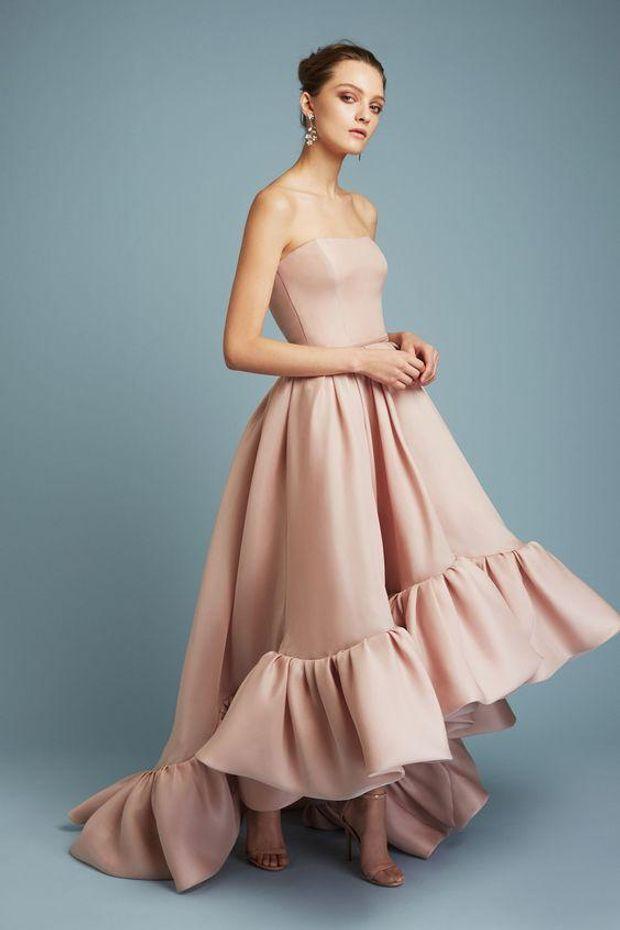 Сукня на випускний з рюшами
