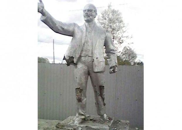 Розтрощений школярами пам'ятник Леніну