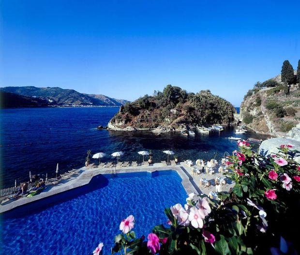 Куди поїхати влітку на море: місто Таорміна на острові Сицилія