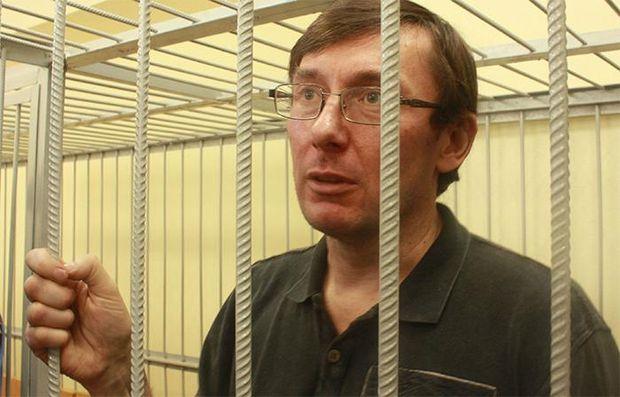 Луценко: Зарплати моєї сім'ї вистачає на відпочинок, а також на допомогу пораненим бійцям - Цензор.НЕТ 3337
