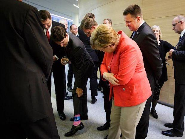 Трюдо у яскравих шкарпетках