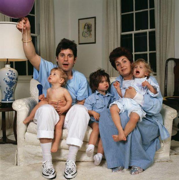 Оззі та Шерон Осборн разом з дітьми