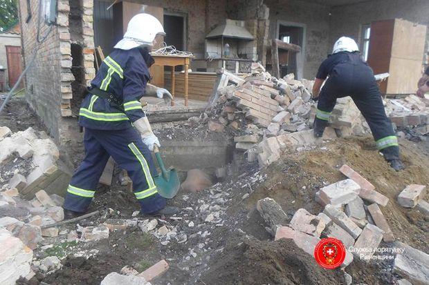 Рятувальники діставали тіла загиблих з-під руїн