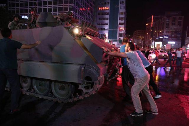 Переворот в Турции: почему народ спас президента, и что будет дальше